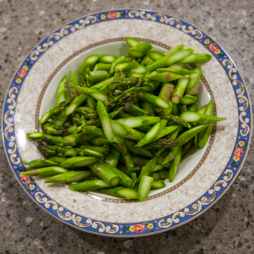 Asparagus with fish sauce recipe - chopped