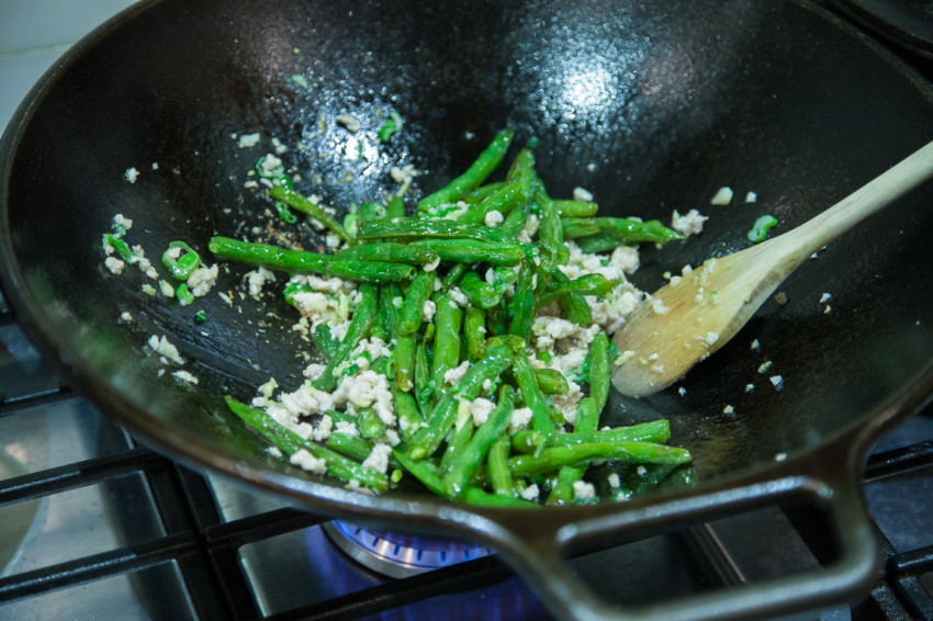 Dry-Fried Green Beans - Preparation