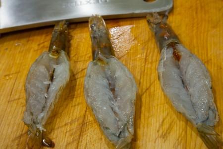 Steamed Garlic Butterfly Shrimp/Prawns with Vermicelli - Preparing the Shrimp