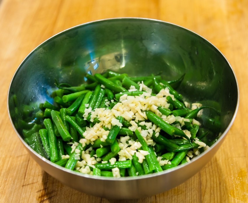 Green Bean Garlic Sesame Salad (凉拌豆角) - Preparation
