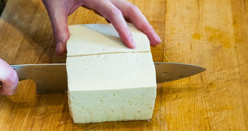 Juicy Fried Tofu - Cuttnig Tofu