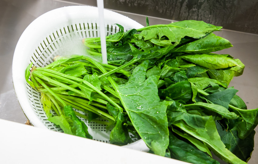 Spinach Tomato Salad - Washing Spinach