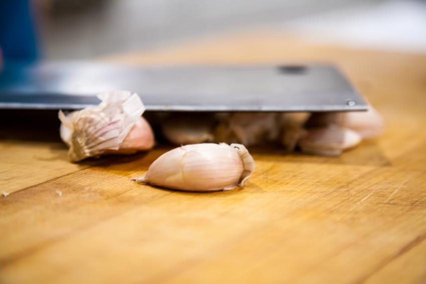 Steam Garlic Scallops with Vermicelli - crushing garlic