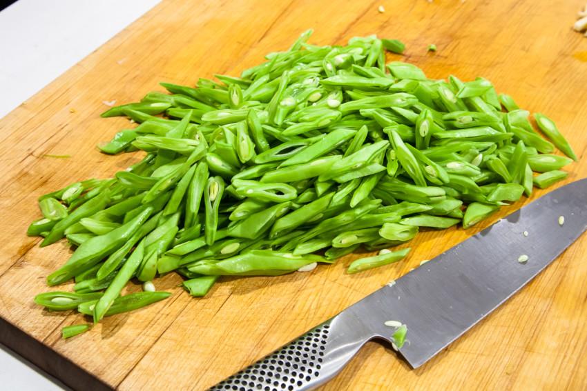 Green Beans with Pork Julienne - preparing green beans