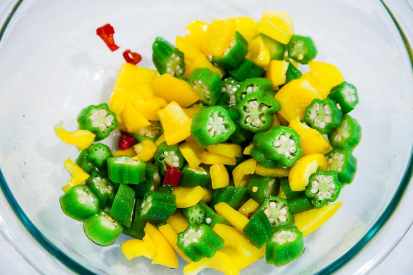 Thai Okra Salad - preparation
